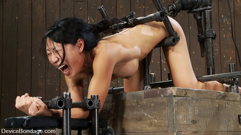 Tia Ling In Tia LingSuch A Tiny Ass, Such A Huge Machine Cock! – DeviceBondage